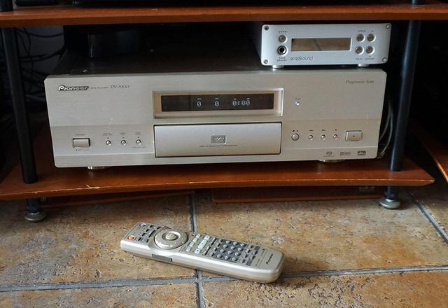 画像: わが家ではDV-AX10がSACDプレーヤーとしても活躍中。最近トレイの動作が怪しくて、ちょっと心配……