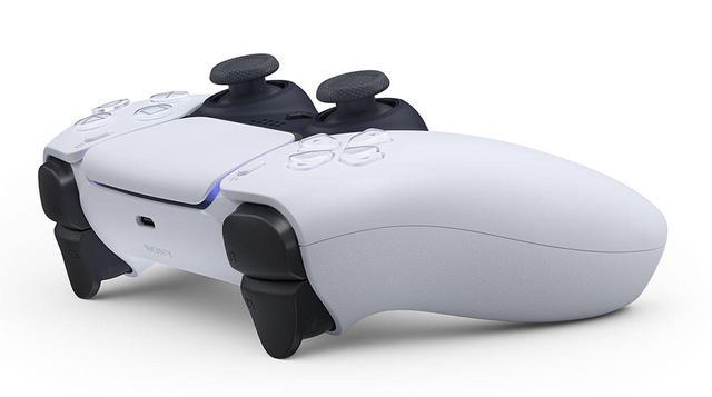 画像1: PlayStation 5用の新型ワイヤレスコントローラー「DualSense」の外観写真が公開。手に取った瞬間、ゲームの世界に入り込んだかのような没入感をもたらすアイテムを目指した