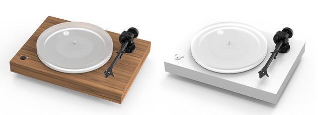 画像: カラリングは3モデルを準備、写真左がマット・ウォルナットで、右はマット・ホワイト
