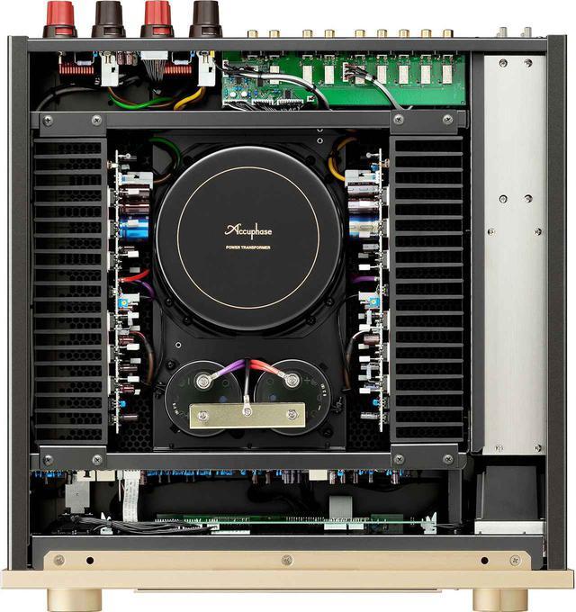 画像: 大型ヒートシンクを備えた「パワーMOSFET」6パラレル・プッシュプルA級動作の電力増幅段を左右に配置