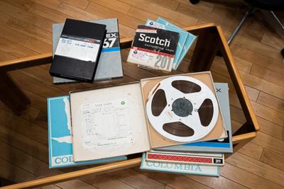 画像: 本作の制作のために集められたオリジナルのアナログマスターテープの数々(2曲のみデジタル音源素材)。 www.stereosound-store.jp