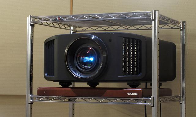 画像: UHDブルーレイの4K映像は、JVCのDLA-V9Rを使って、8Kにアップコンバートして上映した。きわめて情報量に富んだ驚きの画質が楽しめました
