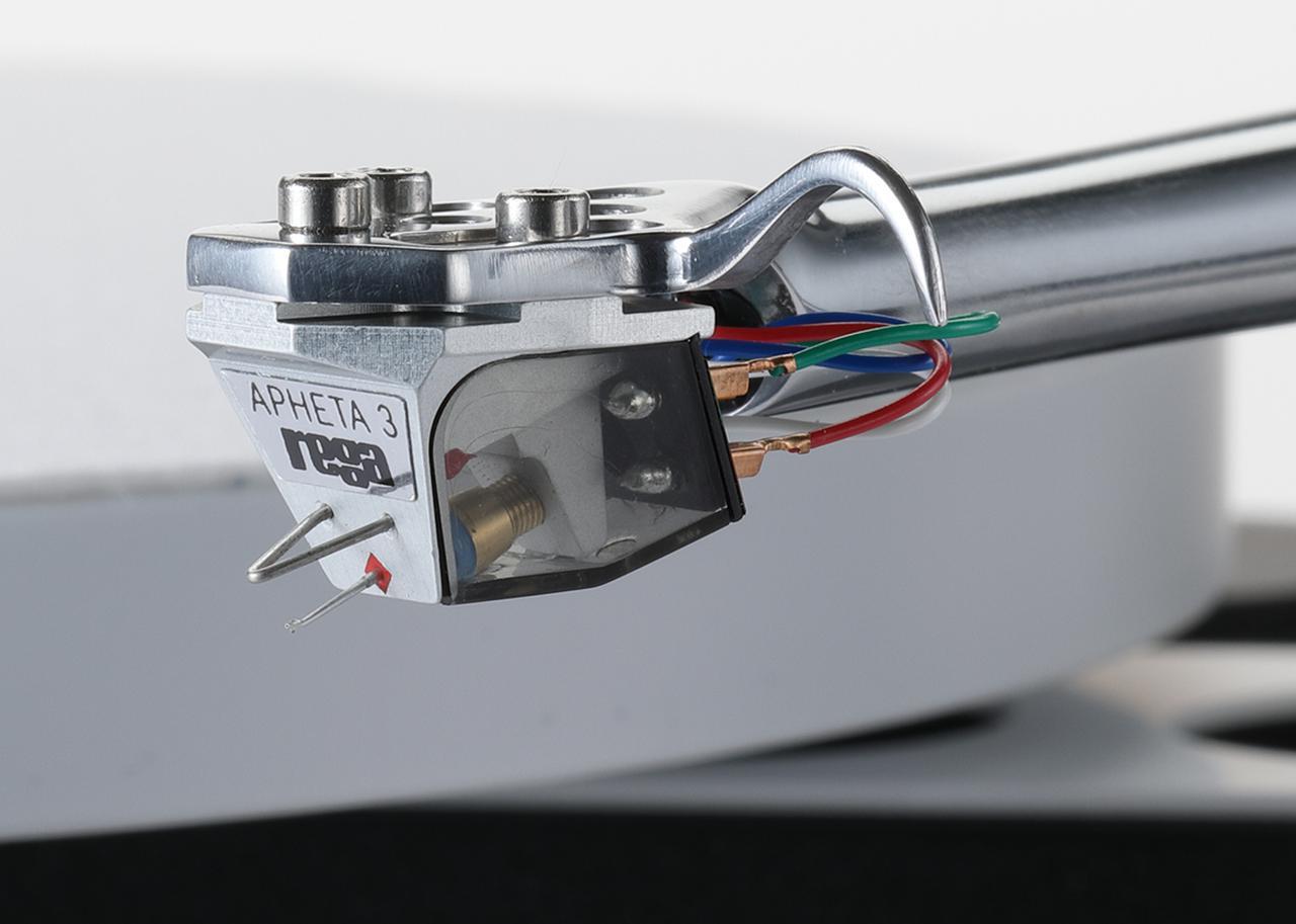 画像: 付属するMCカートリッジApheta 3。針先形状はファインライン。磁気回路はネオジムマグネット採用でボディはアルミで一体成型される。