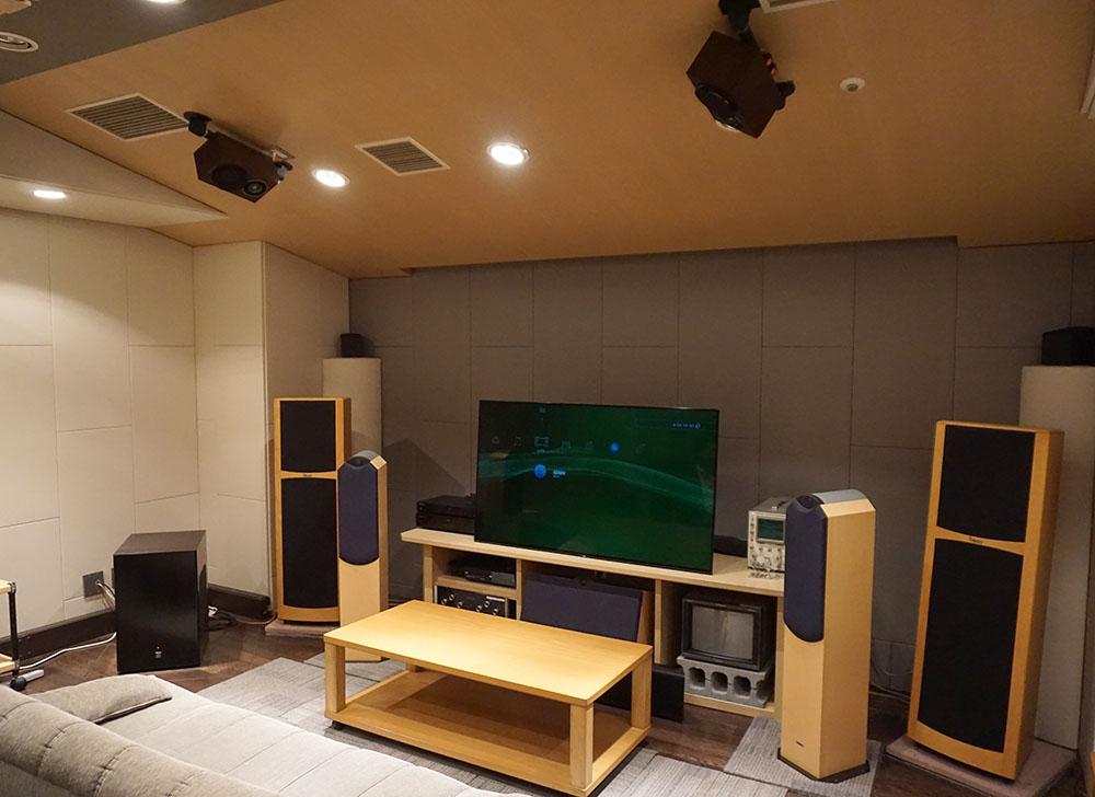 画像: ポニーキャニオンエンタープライズ P'sスタジオ内のリビングをイメージしたスペースの7.1.4環境で取材を行った