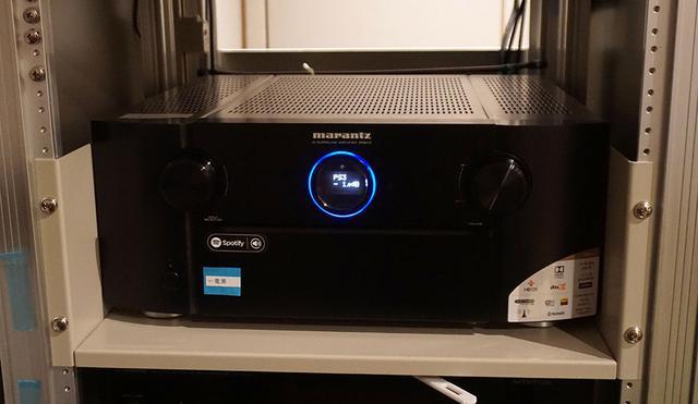 画像: AVセンターはマランツSR8012で、内蔵パワーアンプですべてのスピーカーを駆動している