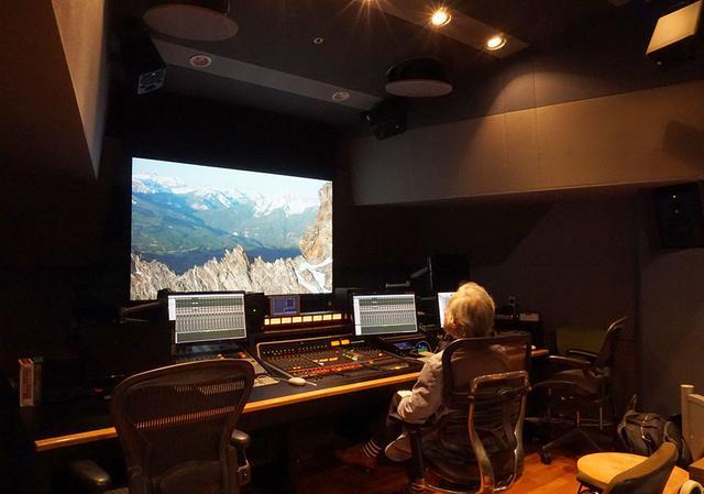 画像: 22.2chのリニアPCM音源からドルビーアトモス信号に変換したMAスタジオの音も確認