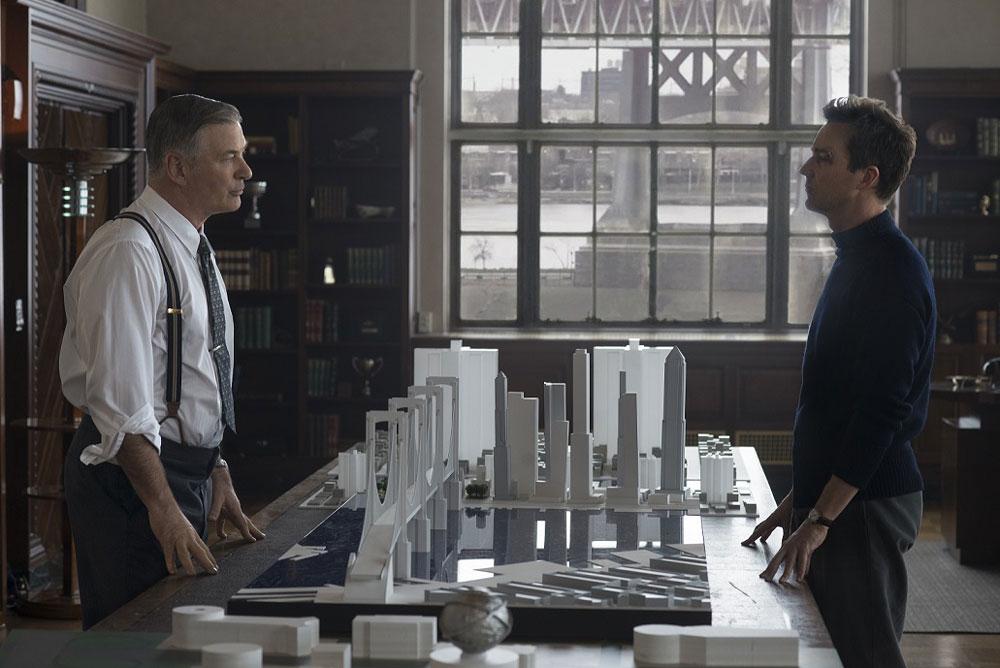 画像: エドワード・ノートンが1人4役をこなした映画『マザーレス・ブルックリン』のパッケージ&デジタル配信が明日5月13日より開始。メイキング映像の一部が公開された