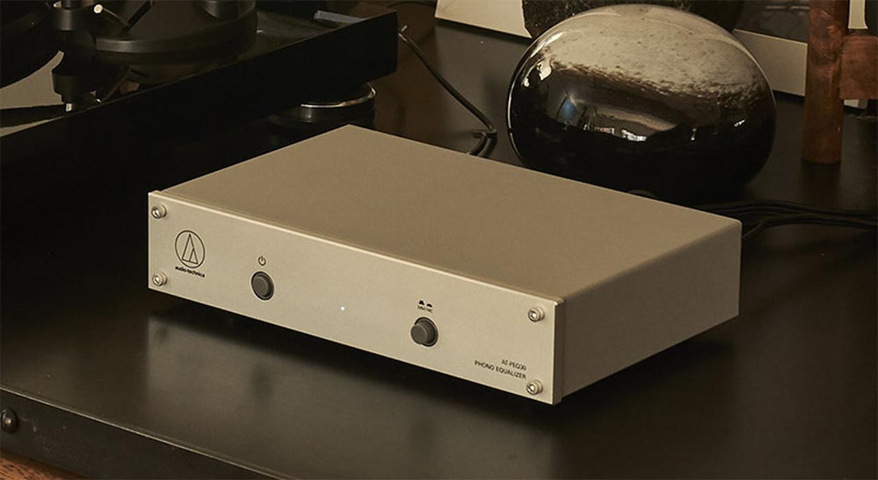 画像: VM/MM/MC型の3種類のカートリッジに対応。オーディオテクニカの単体フォノイコライザー「AT-PEQ30」が¥22,000で登場する - Stereo Sound ONLINE