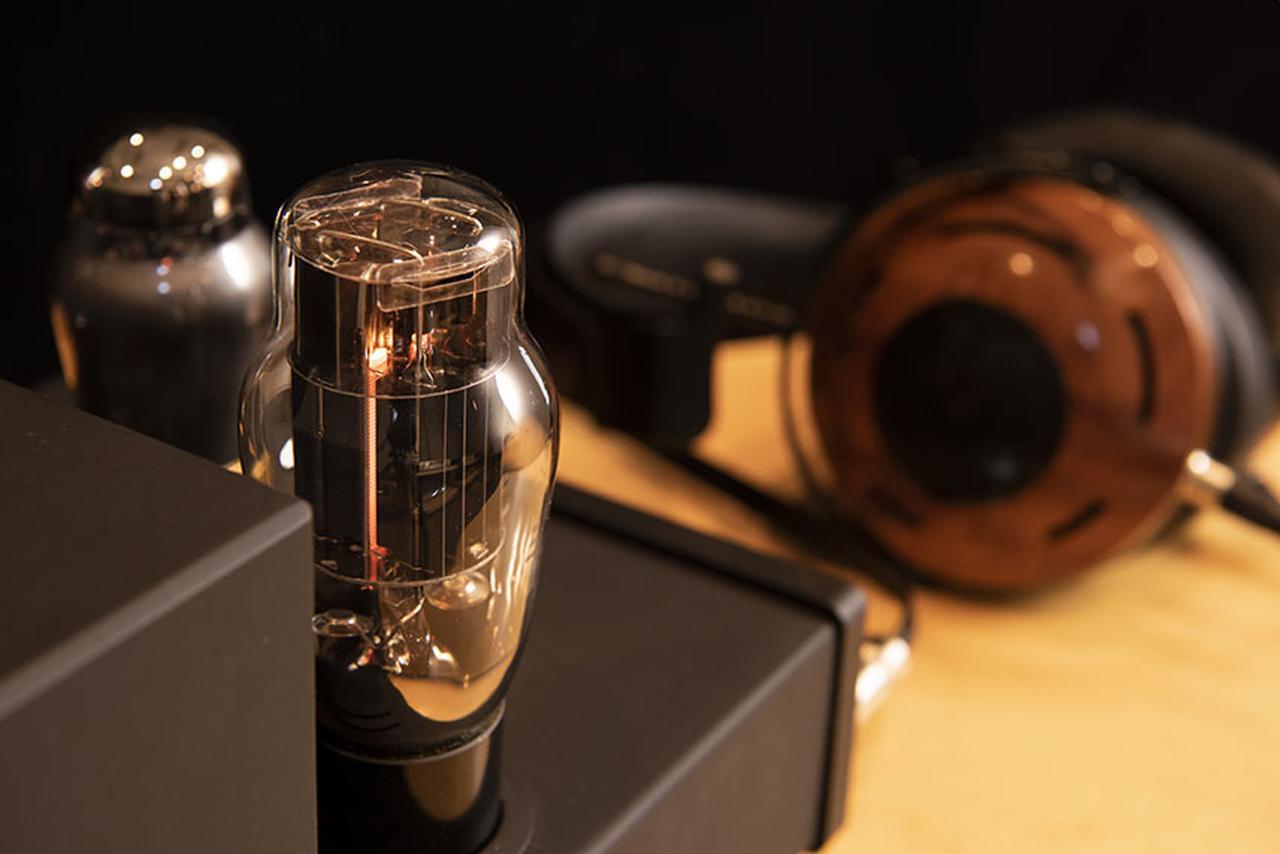 """画像: """"音楽に浸る快感""""を素直に楽しめる。ZMFのオープンエア型ヘッドホン「Auteur」とFeliksオーディオの真空管式ヘッドホンアンプ「Euforia」は、実に魅力的な組合せだ - Stereo Sound ONLINE"""