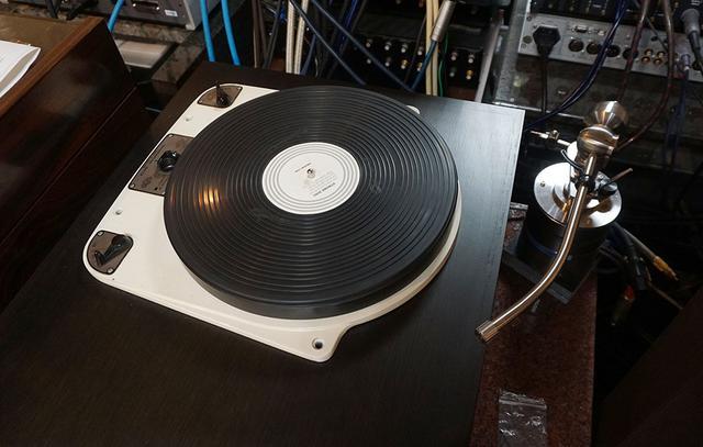 画像: 78回転の再生も可能なガラードのターンテーブル「Model 301」とイケダのトーンアームを使用
