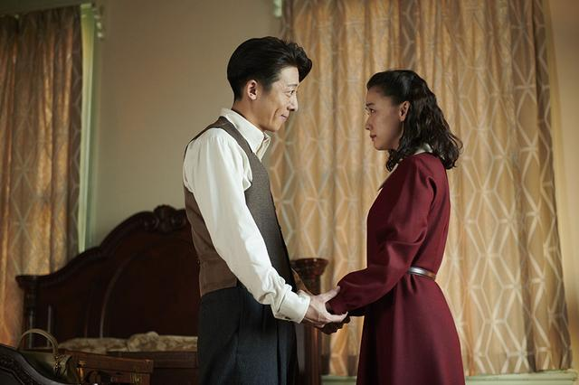 画像1: 監督・黒沢 清×主演・蒼井 優の8Kドラマ『スパイの妻』が、6月6日にオンエア決定。見る者を1940年代の日本へといざなっていく高精細映像をお見逃しなく