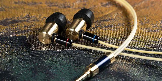 画像: 真鍮製の「相棒」を通じて、音楽をより身近なものに。光城精工の高級イヤホン「Keyagu」が5月17日にから予約受付開始。予約特典でポタアンが付いてくる - Stereo Sound ONLINE