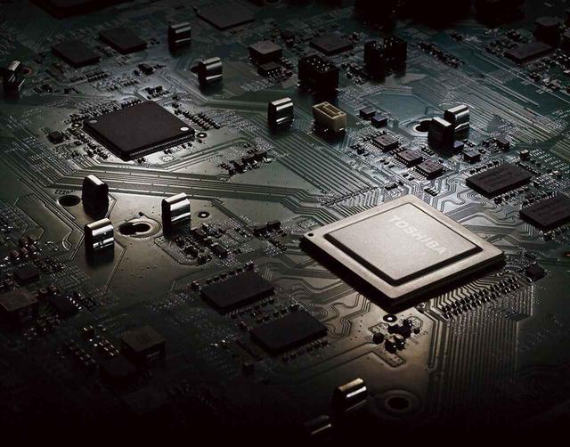 画像: 「ダブルレグザエンジンCloud PRO」。写真左の黒いチップが新たに追加された