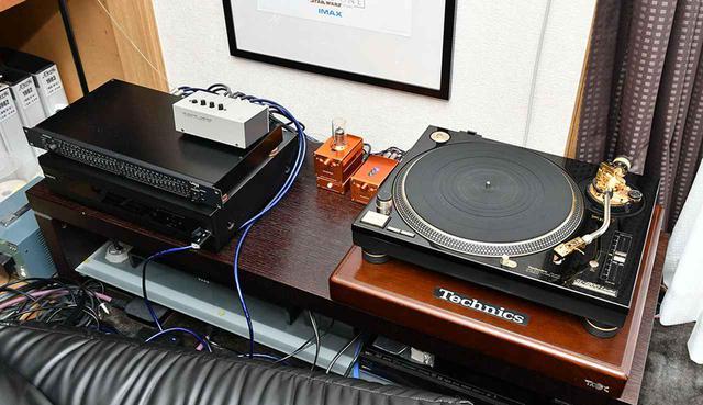 画像: アナログレコードプレーヤーにはテクニクスを使用。アンプは複数所有し、好みに応じて使い分けている