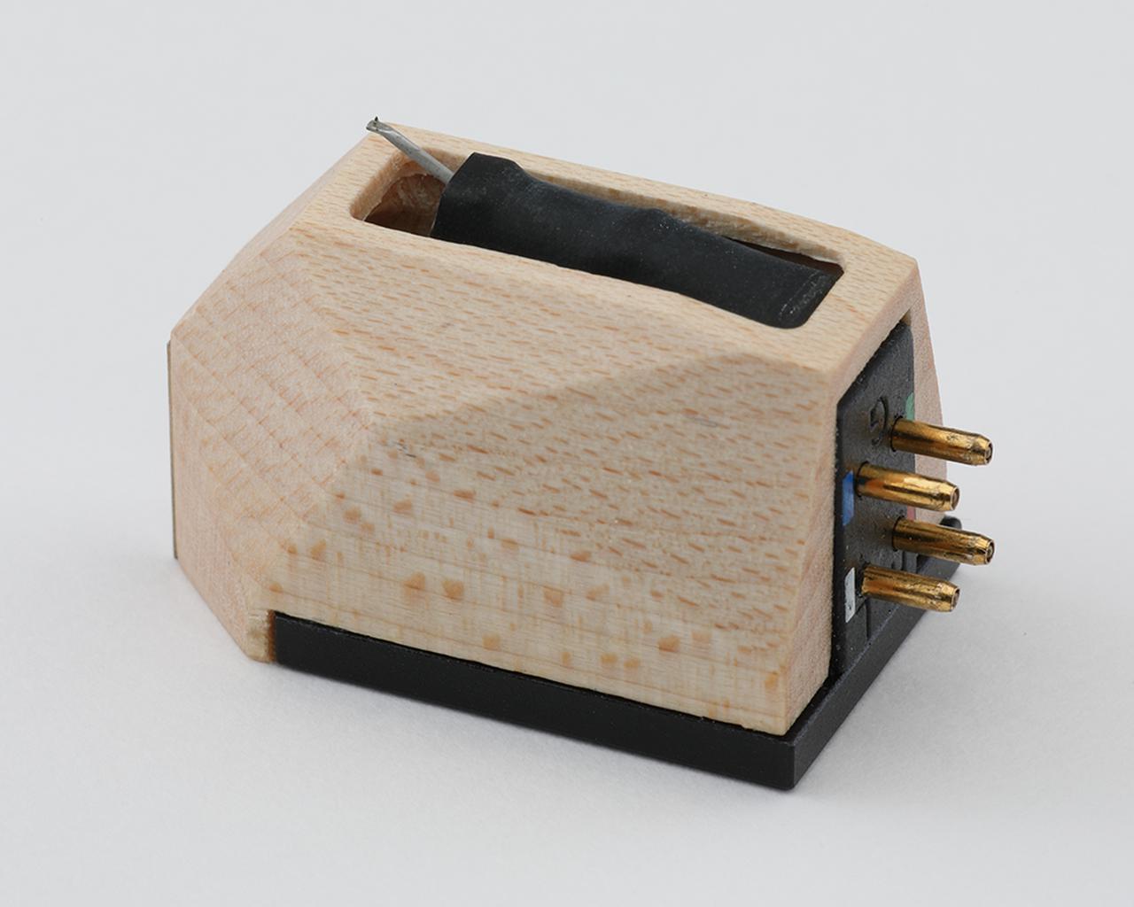 画像: アルミパイプカンチレバーに無垢楕円ダイアモンド針を組み合わせる。純銀コイルとネオジムマグネットをマルチで配置する発電系で出力0.45mV(1kHz)を得る。ボディは木製のハードメイプル製。