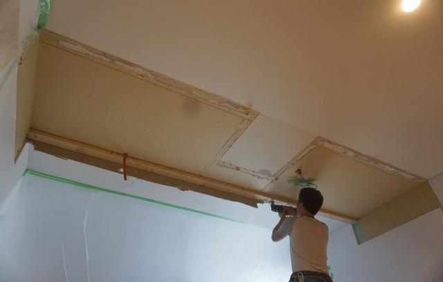 画像: 梁を撤去したら、すっきりした天井面が現れた