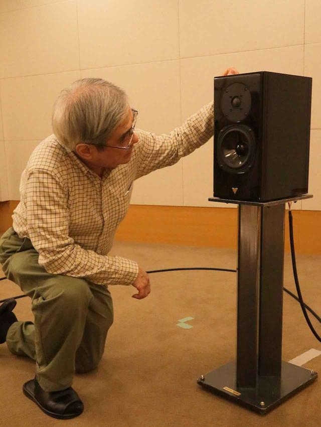 画像: Haydn JUBILEEのユニットを確認する吉田氏。
