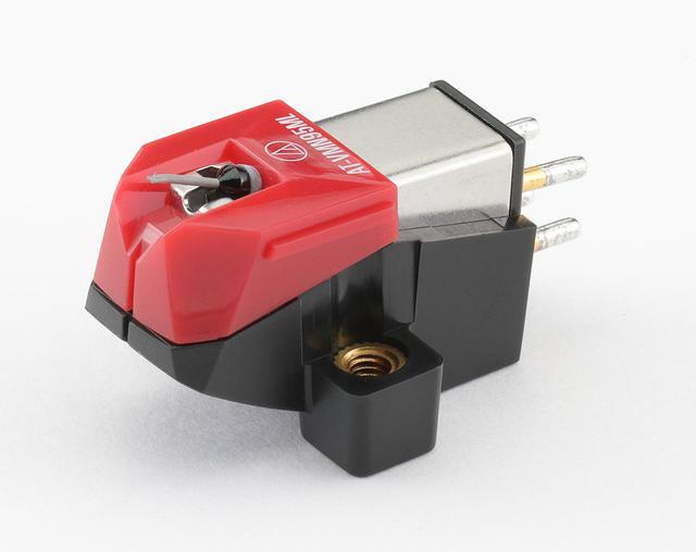 画像: オーディオテクニカ AT-VM95ML ¥23,000 ●発電方式:VM型●出力電圧:3.5mV(1kHz、5cm/sec)●推奨負荷抵抗:47kΩ●適正針圧:1.8g〜2.2g(2.0g標準)●推奨負荷容量:100〜200pF●カンチレバー:アルミニウムパイプ●自重:6.1g●交換針:AT-VMN95ML(¥20,000)●問合せ先:(株)オーディオテクニカ