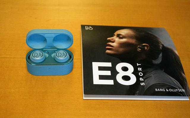 """画像1: Bang&Olufsenが「Beoplay E8 Sport」の発表会をデンマーク大使館で開催。""""Sport"""" モデルに求められる装着性、サウンドクォリティの高さをアピールした"""