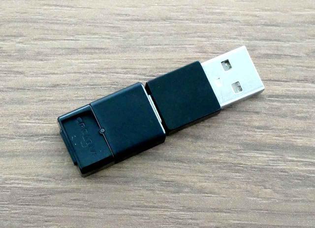 画像: USBのC to Aアダプターも同梱。Type-Aポートしかないパソコンで使う場合は写真のように組み合わせる