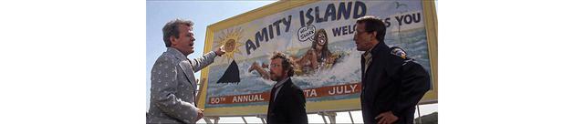 画像: ブロディとフーパーは、巨大で目障り広告看板の前で市長と言い争う