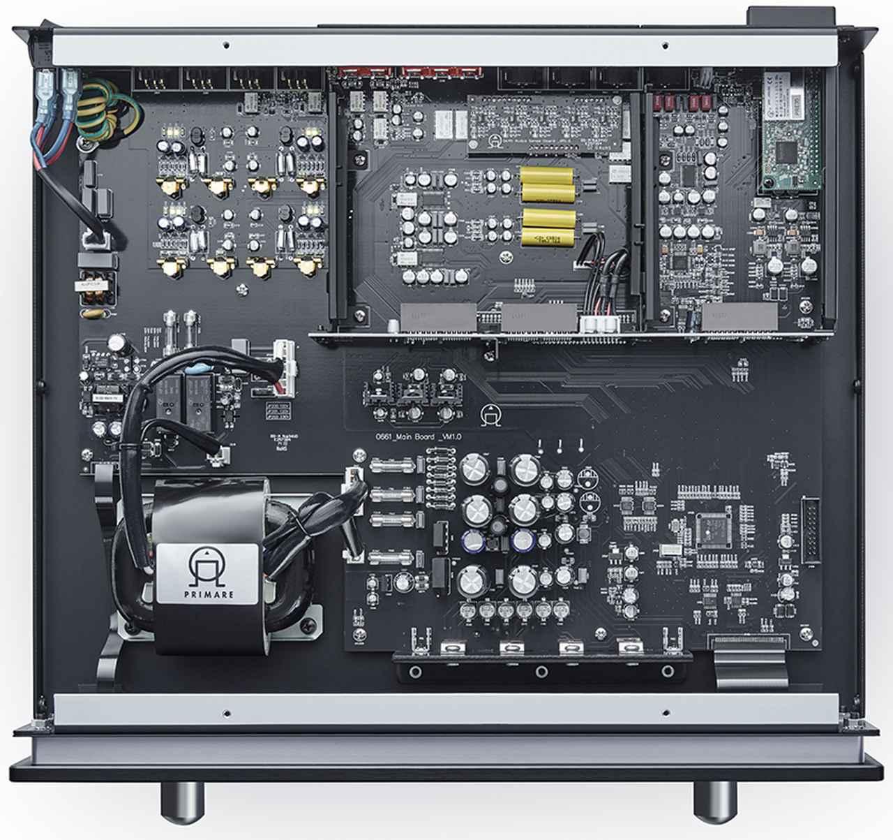 画像: ↑PRE35のメイン電源はカスタムメイド・トランスと、電解コンデンサーを複数使用したオリジナルのリニア電源であり、信号を検知することで、電源オンや入力を自動で切り替えるオートセンス設定もできる。他にも接続していない入力を表示させないステータス設定、入力ごとに音量やバイパスが可能なボリュウム設定など、制御面でユーザーへ配慮がみられる