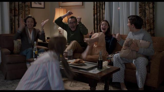 画像: 映画『トランボ ハリウッドに最も嫌われた男』特報映像 www.youtube.com
