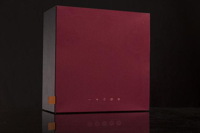 画像: Bluetoothスピーカー「Hogtalare」。カラーリングは、赤(写真)、青、白、黒の4色をラインナップ