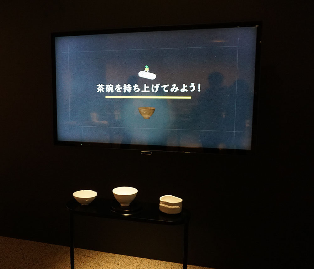 画像: 東洋館1Fに設けられた「8Kで文化財『ふれる・まわせる名茶碗』」の体験コーナー
