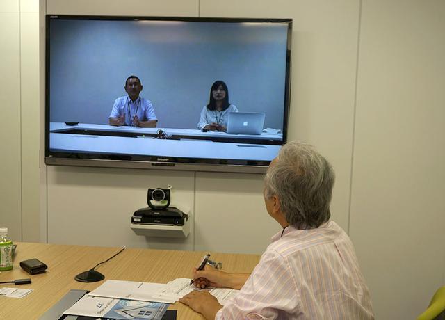 画像: 取材はデジオン東京オフィスにお邪魔して、福岡本社とテレビ会議システムをつないで行った。山崎さんと迫田さんにリモートで対応してもらっている