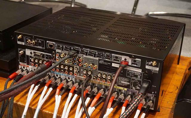 画像: 試聴会では、フロア型スピーカーの4.1.4システムを内蔵パワーアンプでドライブしていた