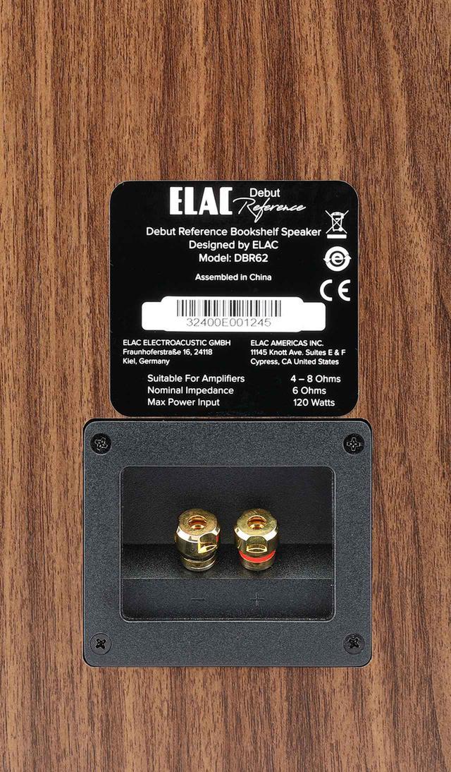 画像: ↑入力端子はシングル接続仕様。フロントバッフルはブラック仕上げで、それ以外はウォールナット仕上げ。