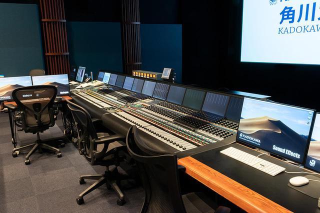 画像: ダビングステージは、7,1chまでのミックスが可能。心地いい音響空間を実現するために、柱状拡散体のAGSを随所に配置するなど、ルームチューニングにも意が払われている