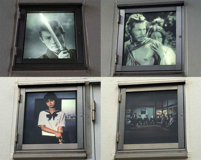 画像: スタジオ棟の窓をよく見ると、有名映画のスチルがライトアップされていた。角川大映スタジオでは、あちこちに映画に関連したアイテムがあしらわれている