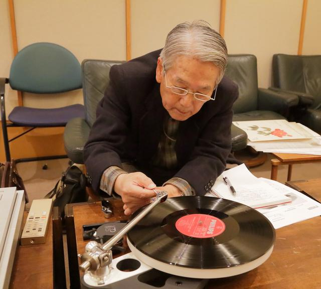 画像: カートリッジを付け替え同社プレーヤーPlanar10で聴く高津氏。