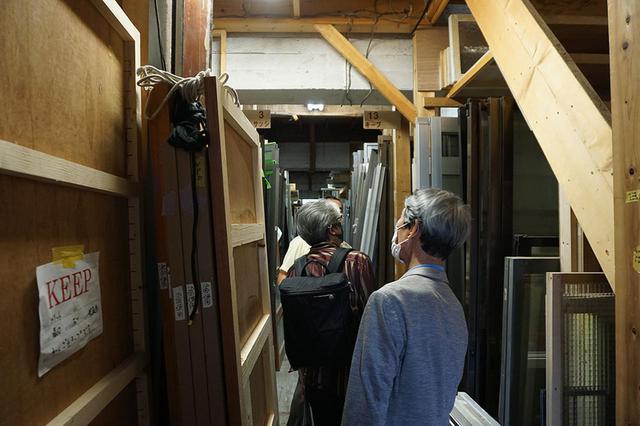 画像: スタジオ内の美術品倉庫も案内していただいた。その量と分類の細かさには驚きます