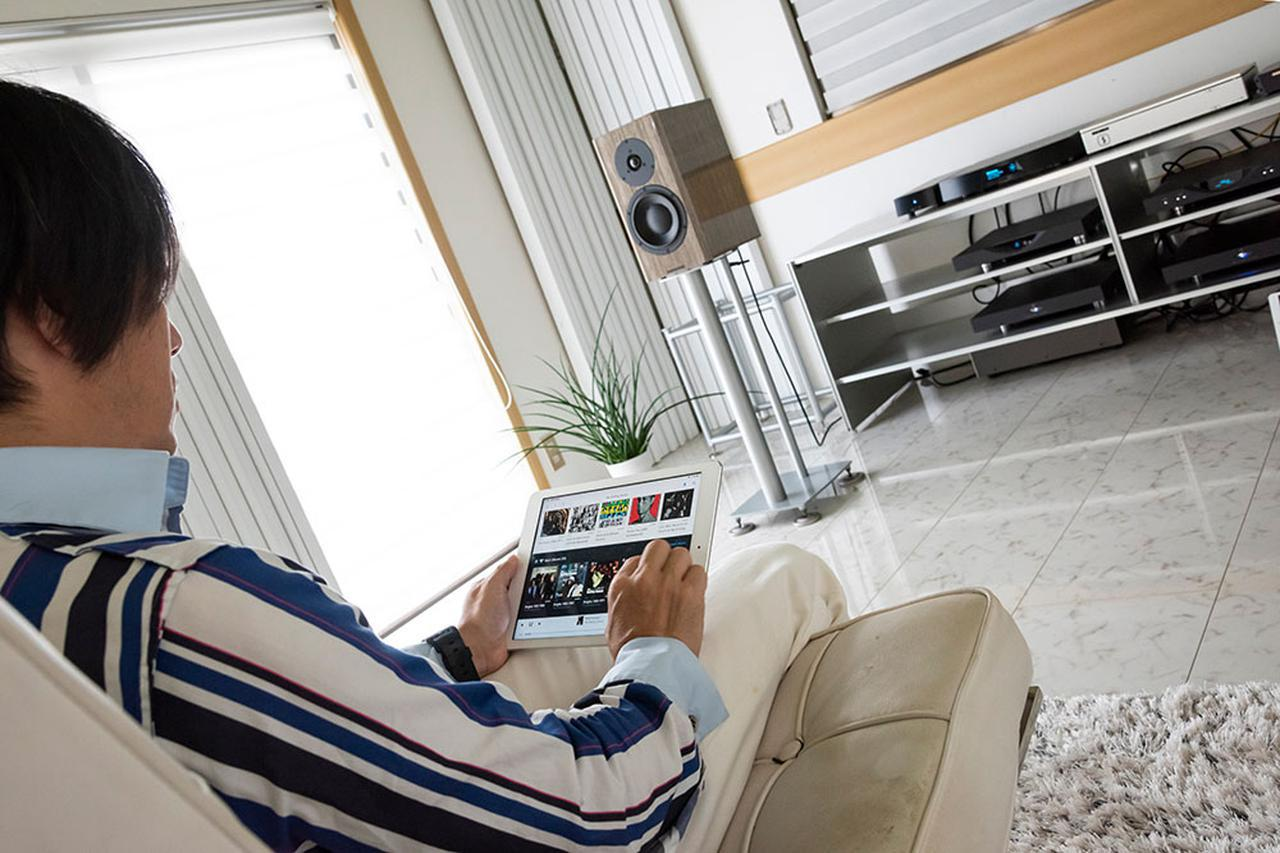 画像: 試聴は土方さんのオーディオルームに「sMS-1000SQ Eunhasu」を持ち込んで行った。土方さん愛用のルーミンのネットワーク「X1」をルーンのエンドポイントに設定し、iPadのアプリから操作している