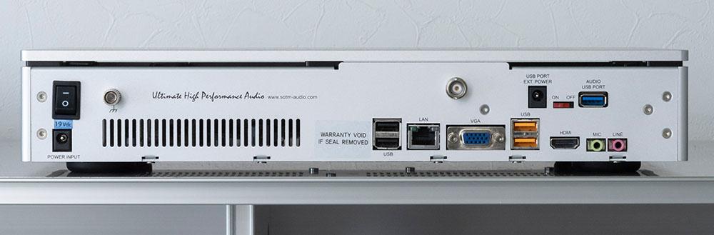 画像: USB出力モデルのリアパネル。デジタル出力/アナログ出力モデルはLAN端子の上部に各端子が追加される