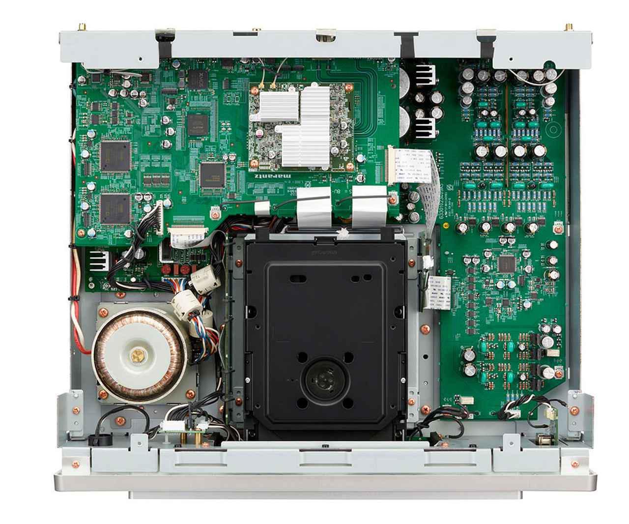 画像: 「SACD 30n」の内部構造。新型ドライブメカの「SACDM-3L」はシャーシ部に従来よりも太いネジで固定され、入念な振動対策が施されている