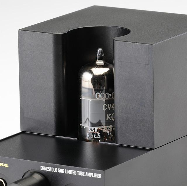 画像: ↑プリ部に採用の双3極管ムラードCV4003/M8136。1 9 7 0 年代に製造された1 2 A U 7の軍用高信頼管で、通信機用のローマイクロフォニック、ローノイズ管。