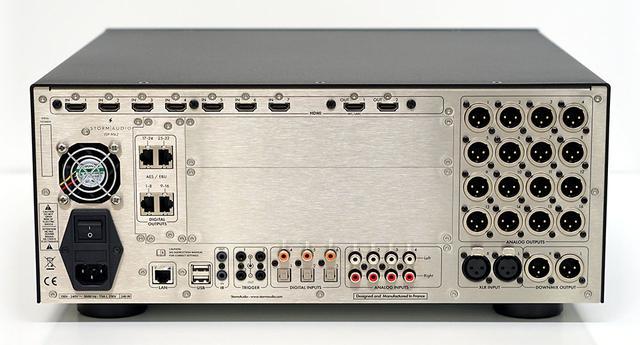 画像: 「ISP.16 ANALOG MK2」の背面端子。アナログ出力は16系統備えている