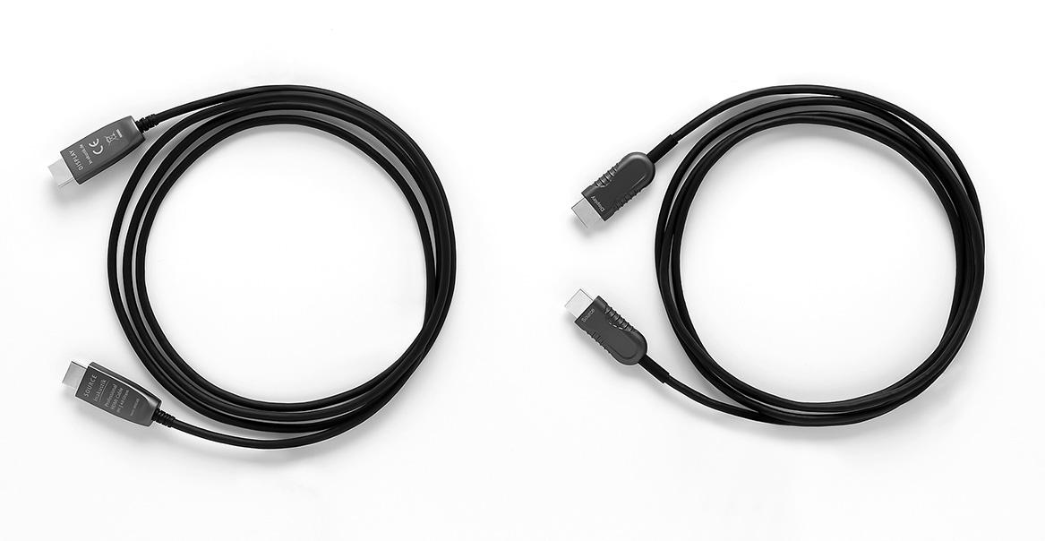 画像: ▲左がHDMI2.1 OPTICAL FIBER CABLE、右がHDMI2.0 OPTICAL FIBER CABLE。ケーブルの太さやプラグの大きさはほとんど変わらない。ケーブルが細くて取り回しがしやすいという美点も変化がない