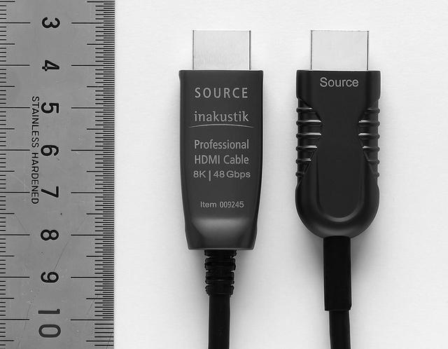 画像: ▲HDMI2.1仕様品には「Professional HDMI Cable 8K 48Gbps」との印字がある。プラグサイズ等もほぼ変わらないが、伝送帯域がHDMI2.0品の24Gbpsから48Gbpsへと2倍も向上しているから驚きだ