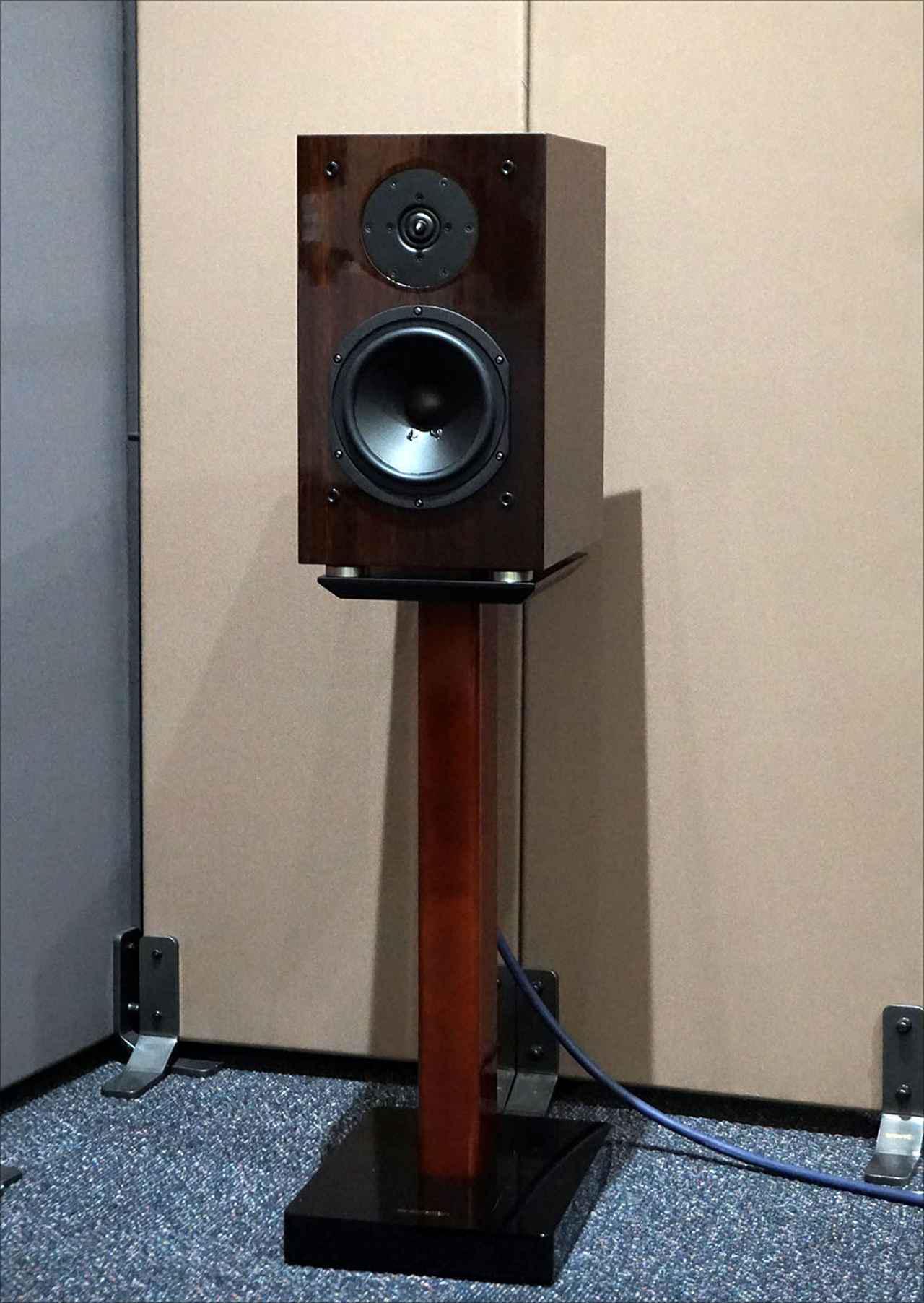 画像: 新製品の「KX-1.5」を、同じく新製品のスタンド「SD-3.5」に載せたところ