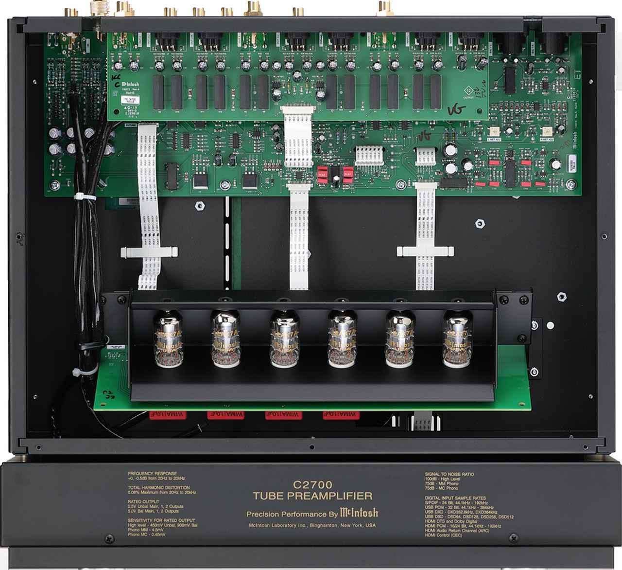 画像: 天板を外して内部を見る。MM入力とMC入力の左右chを各2本の12AX7A、バランス/アンバランス入力部を1本の12AX7Aで構成。12AT7は出力回路を構成する。アナログ回路とデジタル回路を分離して相互干渉を防いでいる。