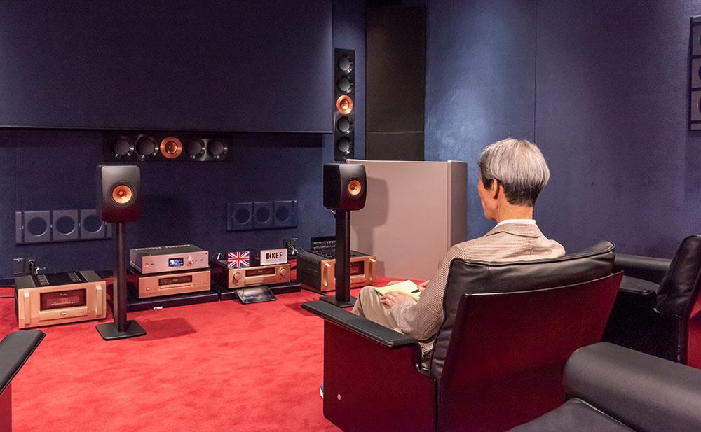 画像: 試聴は有明にあるKEF Music Laboratoryで行った。ソースにはCD/SACDを使い、アキュフェーズのプリ&パワーアンプでLS50 Metaをドライブしている