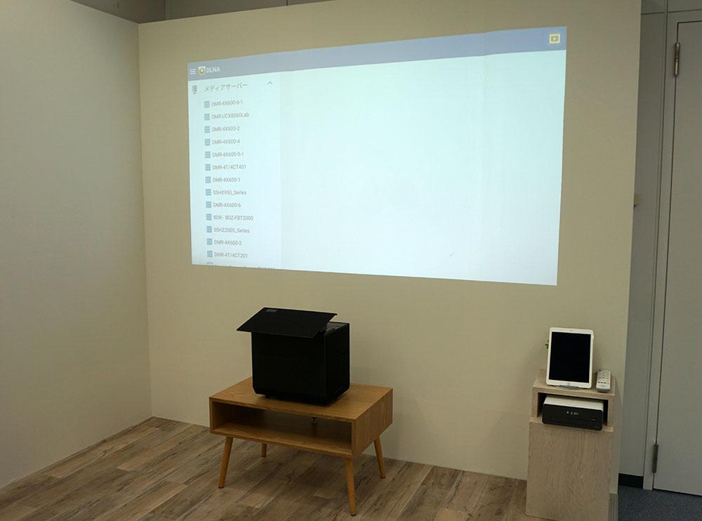 画像: 「DMR-4S201」「DMR-4S101」の使用イメージ。テレビではなく、タブレットやプロジェクターで放送や動画コンテンツをお洒落に楽しむことができる