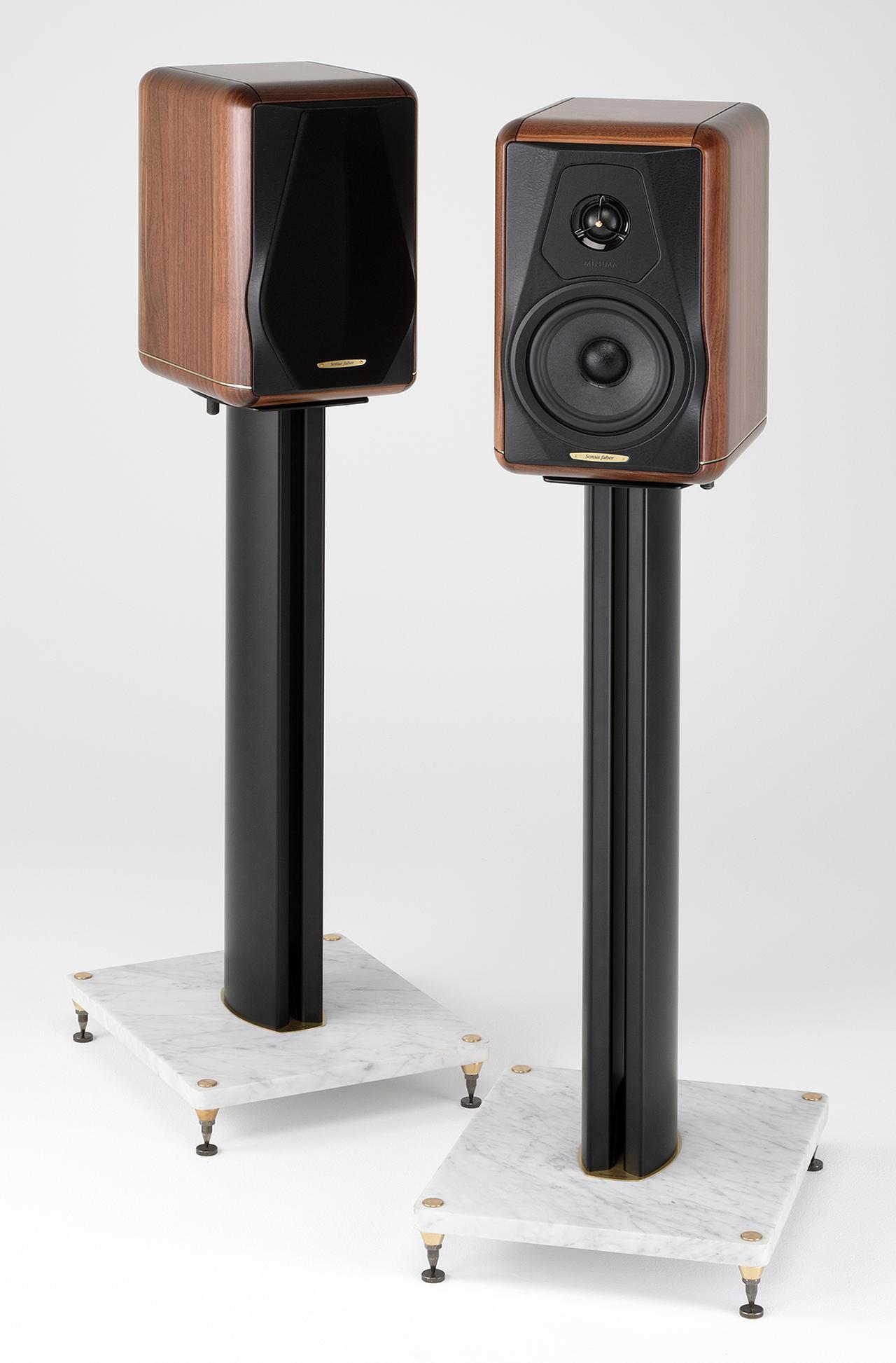画像: ソナス・ファベール「MINIMA AMATOR Ⅱ」木質感溢れる意匠に相応しい、親しみ深い音調のバスレフ型2ウェイ2スピーカー。