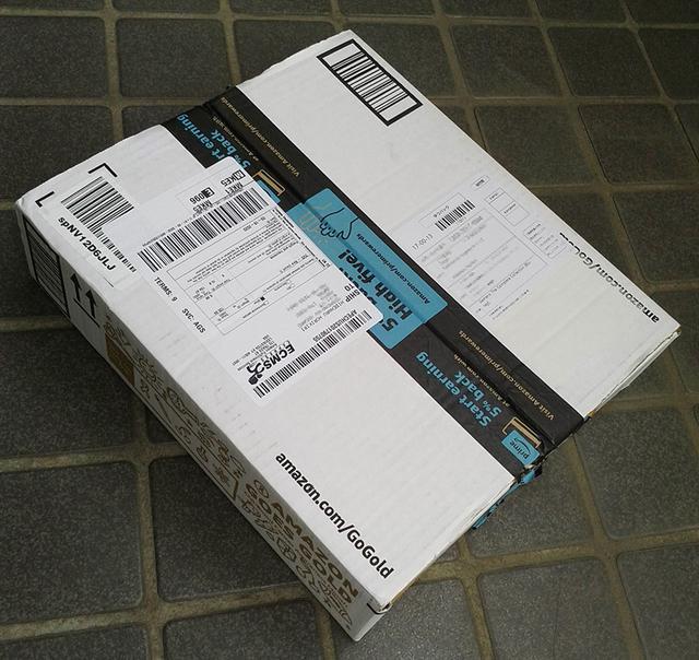 画像: 参考までに: 『ガメラ:ザ・コンプリート・コレクション』は限定エディションのため、現時点では店頭在庫のみの out of stock 状態。さらに在庫分は高値で取引されており、amazon.comでも新品4万円越えとなっている。本作のリリースは8月18日(当初は7月28日)であったが、発売日に「一時的に在庫切れ」「入荷未定」と告知されるほどの人気ぶりであった。もしも急ぎの買い物ではない場合、キャンセルをせずに連絡を待つのがamazon.comでの購入テクニックのひとつ。しばらくしてメールで「キャンセルの是非」を問われることがあるが、辛抱強く待つことで商品を手にできるケースが多い。余程の事情ではない限り、発売前の予約商品を手配してくれる。本作の到着は発売日から約2か月後であったが、予約時の割引価格$125.99で購入できた(定価$179.95)。コロナ禍で揺れた4月~5月の時も同様で、4月に「日本への配達不可」という告知が出てからも、告知前の予約品は多少時間がかかったものの無事に配達された(特にヨーロッパ)。