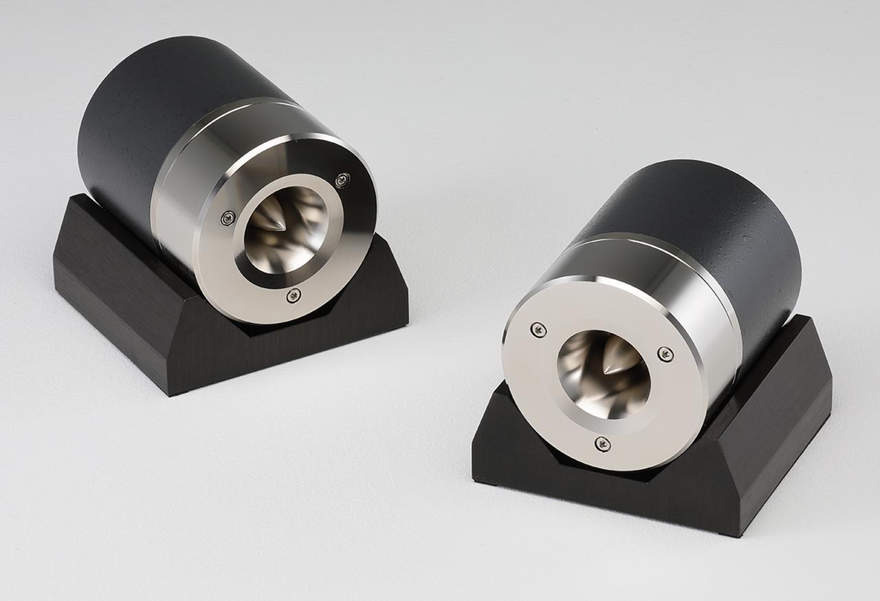 画像: アルニコ磁石+純マグネシウム振動板を搭載したフォステクス「T500A MkⅢ」。新型FE208NSとの組合せにより、打楽器の明敏な応答性は演奏の仕草までを彷彿。